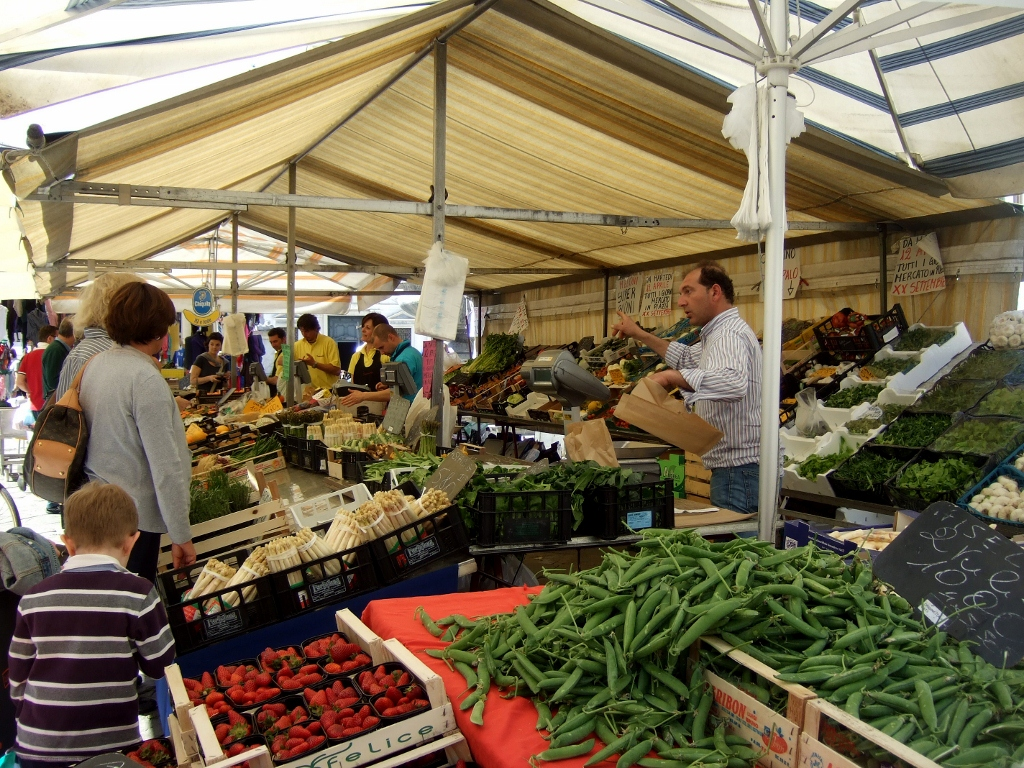 Outdoor Markets in Italy | margieinitaly