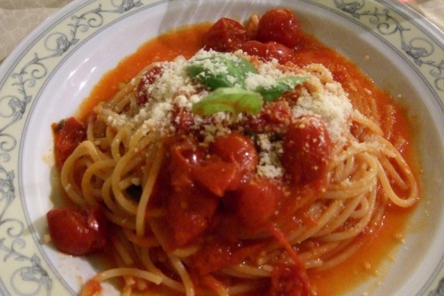 Pasta pomodoro Photo by Margie Miklas
