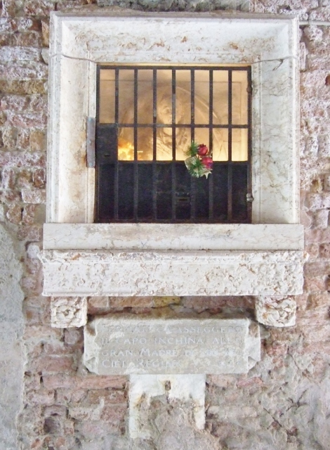 Outdoor shrine in a wall in Venice photo by Margie Miklas
