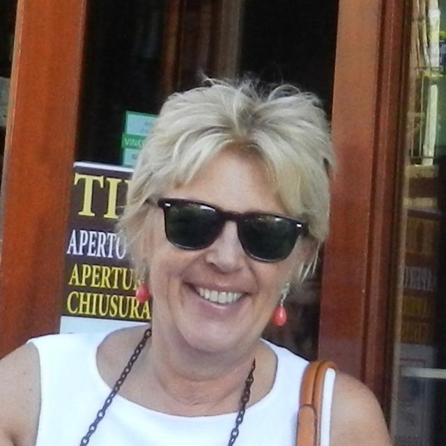 Tina from DiscoverNapoliDestinations.com