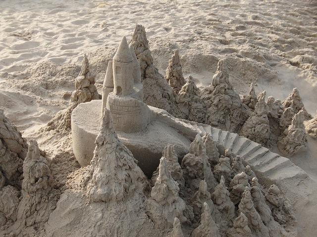 sandcastle-383054_640