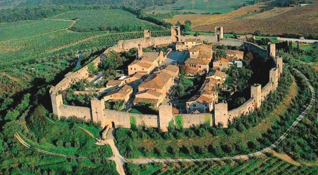 Photo by http://www.monteriggioni.info/