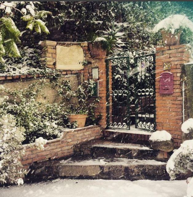 Snow in Taormina Photo by @villabritannia https://www.instagram.com/villabritannia/
