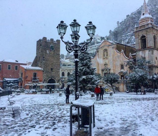 Snow in Taormina Photo by @sciva89 https://www.instagram.com/sciva89/
