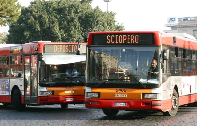 Roma Sciopero trasporti sciopero fermata autobus metro trasporti (EIDON) (Agenzia: EIDON) (NomeArchivio: PHPIMrf4.JPG)